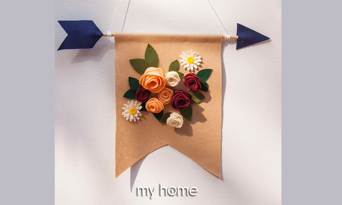 A flowers in your hand ธงดอกไม้สักหลาด