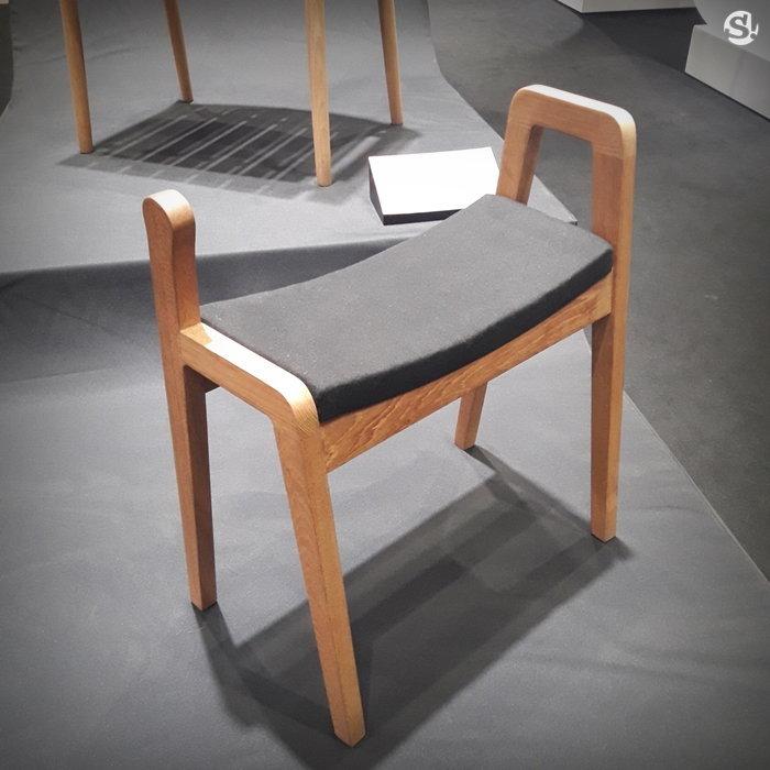 เก้าอี้ผู้สูงอายุลุกนั่งอย่างเป็นธรรมชาติ