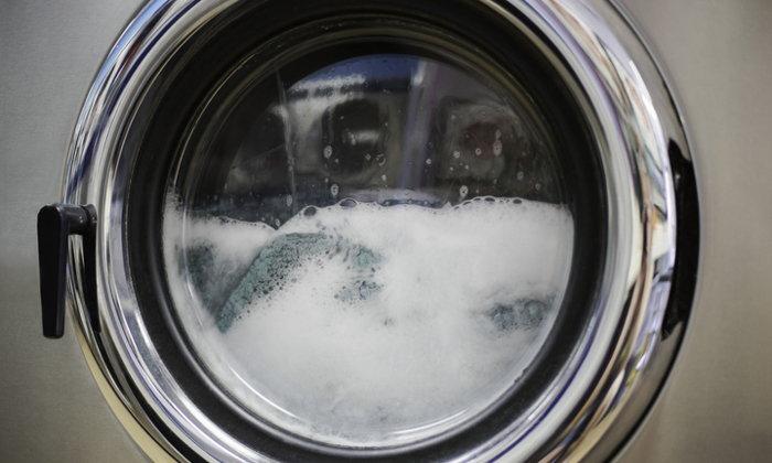 """ยืดอายุ """"เครื่องซักผ้า"""" ด้วยการเลือก """"ผงซักฟอก"""" ให้ถูกหลัก ต้องทำอย่างไร"""