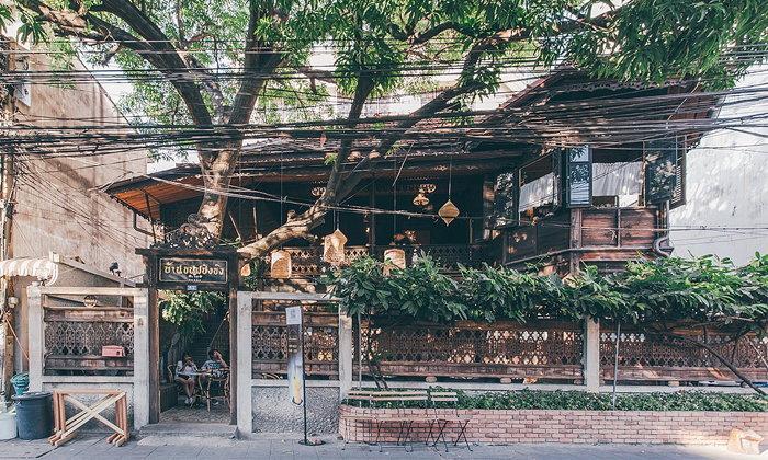 บ้านขนมปังขิง คาเฟ่ในบ้านไม้เก่าอายุร้อยกว่าปีที่ยังมีชีวิตชีวา