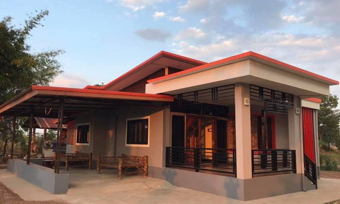 บ้านชั้นเดียวสไตล์โมเดิร์นขนาดกะทัดรัด ตกแต่งในโทนสีสวยสด 3 ห้องนอน 1 ห้องน้ำ งบก่อสร้าง 750,000 บาท