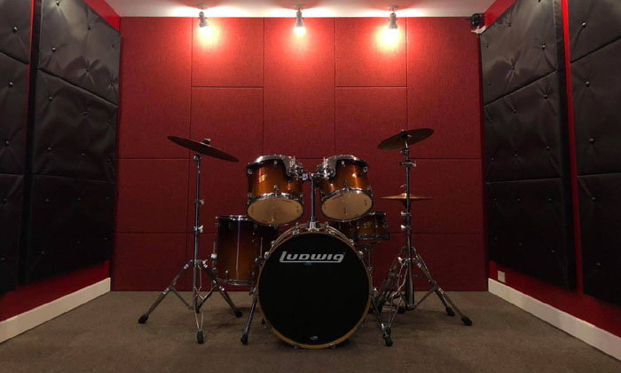 รีโนเวทห้องในบ้านเป็นห้องซ้อมดนตรี มันได้เต็มที่ไม่กวนข้างบ้าน