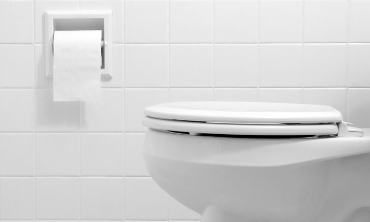 นักวิทยาศาสตร์ผลิตสเปรย์เคลือบชักโครกลื่นพิเศษ กันอุจจาระติดพื้นผิว ลดเชื้อโรค ช่วยประหยัดน้ำ