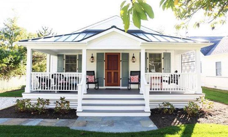 บ้านคอทเทจริมทะเล โทนสีขาวสดใส ตกแต่งบรรยากาศคลาสสิคแสนอบอุ่น