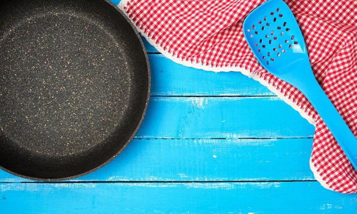 """วิธีทำความสะอาด ดูแล """"เครื่องครัว Nonstick"""" ยืดอายุการใช้งาน ทำอาหารได้ยาวนาน"""