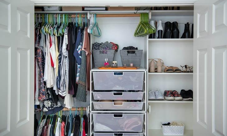 7 วิธีควบคุมความชื้นในตู้เสื้อผ้า ป้องกันเชื้อรา ลดกลิ่นเหม็นอับไม่พึงประสงค์