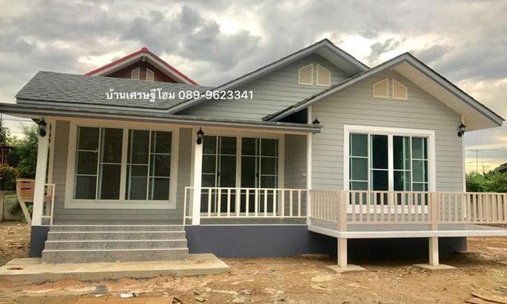 บ้านชั้นเดียวโครงสร้างเหล็ก ออกแบบกะทัดรัด สำหรับครอบครัวเล็ก พร้อมระเบียงรับลมสุดชิล