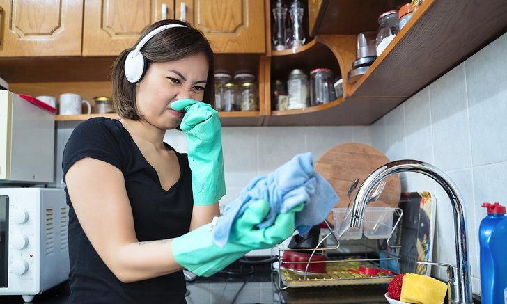 รวมวิธีสุดปิ๊ง ช่วยกำจัดกลิ่นเหม็นจากซิงก์ในห้องครัว