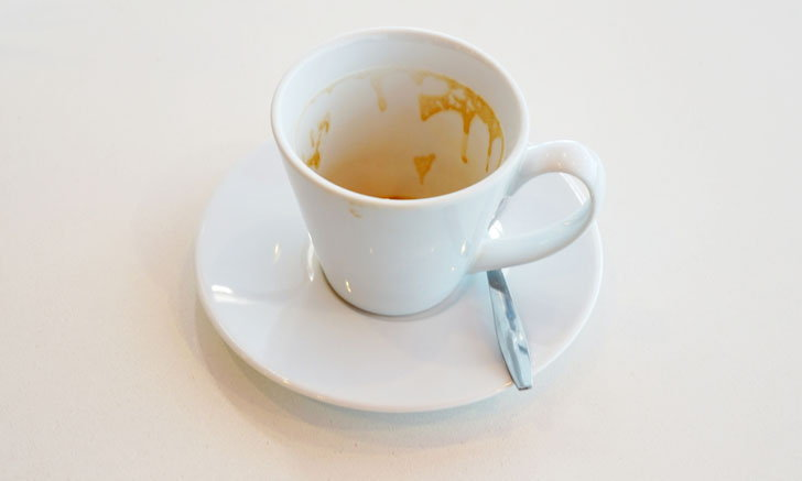 วิธีกำจัดคราบในแก้วชา กาแฟใบโปรดให้สะอาดน่าใช้