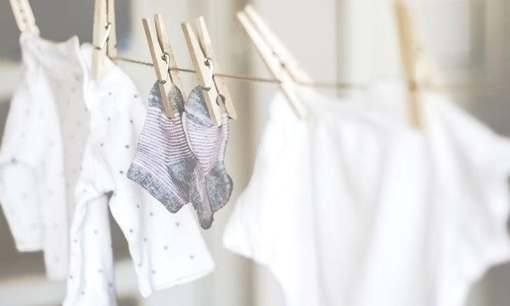 วิธีดูแลเสื้อผ้า รองเท้าเปียกฝน ทำอย่างไรห่างเชื้อรา ลดกลิ่นอับ