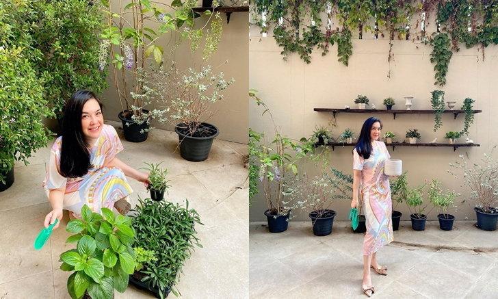 """เปิดบ้าน """"โบ ชญาดา"""" กับมุมโปรดและกิจกรรมน่ารัก จัดดอกไม้ ปลูกต้นไม้"""