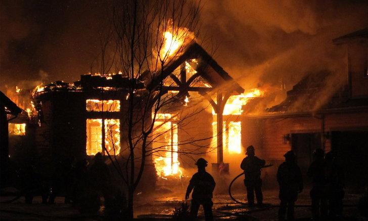"""เลี่ยงสาเหตุเกิดเพลิงไหม้ ป้องกันและหลีกเลี่ยงอย่างไร ไม่ให้ """"ไฟไหม้บ้าน"""""""