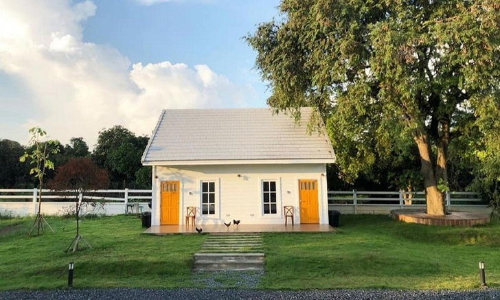 บ้านพักตากอากาศหลังเล็กสไตล์มินิมอล บรรยากาศอบอุ่นใกล้ชิดกับธรรมชาติของอำเภอสัตหีบ