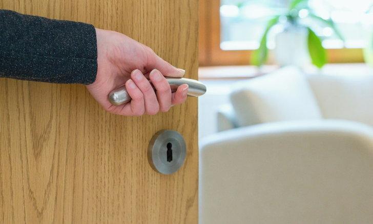 วิธีแก้ปัญหาประตูไม้บวม ปัญหาปวดใจในช่วงหน้าฝน