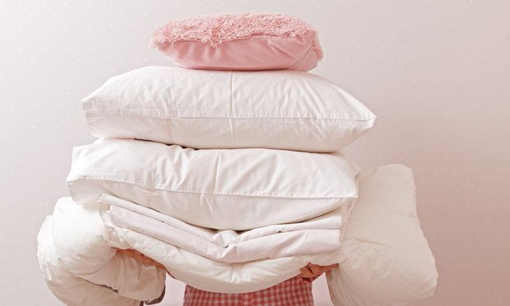 วิธีกำจัดกลิ่นตัวจากผ้าปูที่นอน และหมอนหนุน ไร้กลิ่นอับ เหมือนได้ที่นอนใหม่