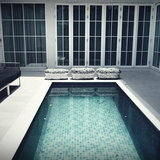 สระว่ายน้ำนอกตัวบ้าน