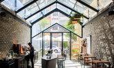 แบบร้านคาเฟ่ ชิคๆ หลังคากระจก เปิดปิดรับแสงได้ พร้อมชั้นลอย สวยสไตล์โมเดิร์นลอฟท์ By 85 Design