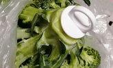 ไอเทมเก็บผักง่ายๆ จากร้าน 100 เยน แค่เสียบก็ยืดอายุผักได้หลายวัน