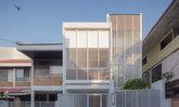 เปลี่ยนทาวน์โฮมเก่าในย่านสนามเป้า สู่บ้านหลังใหม่สไตล์โมเดิร์นเปิดรับแสงธรรมชาติ