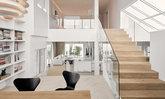รีโนเวทบ้านเก่าให้กลายเป็นบ้านสีขาวสบายตาที่ผ่อนคลายไปกับธรรมชาติในทุกมุมมอง