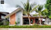 อิงแอบแนบธรรมชาติ กับสถาปัตยกรรมมีชีวิตของบ้านชั้นเดียวสไตล์อีสานร่วมสมัย