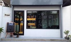 Review : ต่อเติมพื้นที่สวนหน้าบ้านให้เป็นร้านกาแฟเล็กๆ ดีไซน์น่ารักบรรยากาศน่านั่ง