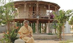 ยาสมีน ลาริ สถาปนิกหญิงคนแรกของปากีสถาน นักออกแบบบ้านเพื่อผู้ประสบภัย