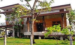 บ้านปูนเปลือยขัดมันบรรยากาศรีสอร์ท ผสานความร่มรื่นของธรรมชาติ เข้ากับการออกแบบโทนดิบ