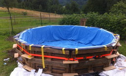 ฟินลดร้อน DIY สระว่ายน้ำเก๋ๆ จากไม้พาเลทเพียง 9 ชิ้น
