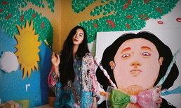 """""""ยิปโซ"""" เปลี่ยนห้องนอนเป็นแกลเลอรี่ เพนต์ผนังด้วยภาพวาดฝีมือตัวเอง"""