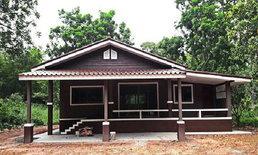 บ้านชั้นเดียวสไตล์คอนเทมโพรารี่ หลังคารูปทรงหน้าจั่ว ดีไซน์โทนสีน้ำตาลเข้ม งบ 6.7 แสนบาท