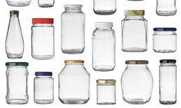 วิธีแกะสติกเกอร์เหนียวหนึบออกจากขวดแก้ว แบบไม่ทิ้งร่องรอย