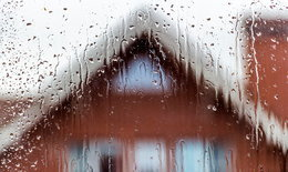 5 วิธีแก้ปัญหาฝนสาดเข้าบ้าน