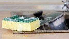 วิธีคืนชีพฟองน้ำล้างจาน ใช้อย่างไรให้คุ้มค่าตั้งแต่ในครัวจนถึงห้องน้ำ