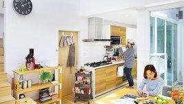 ไอเดียออกแบบห้องครัวมินิมอลในบ้านทาวน์โฮม 3 ชั้นครึ่ง เรียบง่ายและอบอุ่น