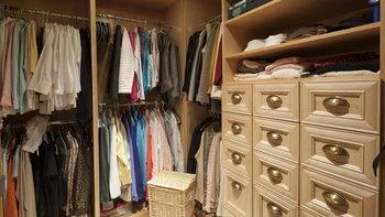 สารพัดวิธีกำจัดเชื้อราในตู้เสื้อผ้า ด้วยของใกล้ตัว เอี่ยมทั้งเสื้อผ้า และตู้