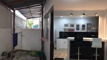ไอเดียการต่อเติมทำห้องครัวหลังบ้าน พร้อมบาร์นั่งชิวๆ สวยๆ ให้บ้าน