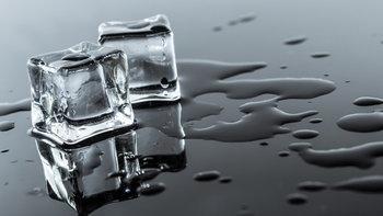 """7 ประโยชน์ """"น้ำแข็งก้อน"""" คุณค่าที่เป็นมากกว่าของเย็น เย็น"""