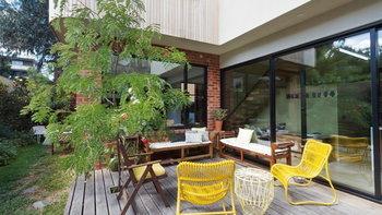 สั้นๆ ง่ายๆ  วิธีเลือกเฟอร์นิเจอร์อะลูมิเนียมแต่งบ้าน ที่ยังทำให้บ้านดูอบอุ่น