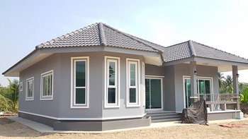 บ้านชั้นเดียวสไตล์คอนเทมโพรารี พร้อมมุขหน้าต่างสวยเด่น 3 ห้องนอน 2 ห้องน้ำ พื้นที่ 128 ตร.ม.