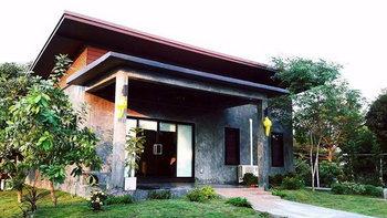 บ้านชั้นเดียวสไตล์โมเดิร์นลอฟท์ 2 ห้องนอน 1 ห้องน้ำ รายล้อมไปด้วยสวนแสนสดชื่น