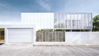 บ้านสีขาวกับแนวคิดปิดล้อมเพื่อเปิดรับ