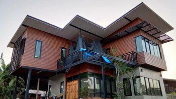 บ้านโมเดิร์นลอฟท์สองชั้น สวยงามลงตัวด้วยไม้เทียม ปูนเปลือย และอิฐโชว์แนว ในงบประมาณ 900,000 บาท