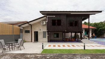 บ้านสไตล์ร่วมสมัย โครงสร้างไม้ผสมปูน ผสานกลิ่นอายแบบบ้านดั้งเดิม