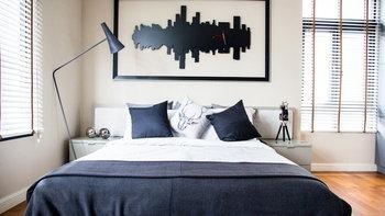 เปลี่ยนห้องนอนจืดๆ ด้วยงานข้างเตียงสุดเก๋
