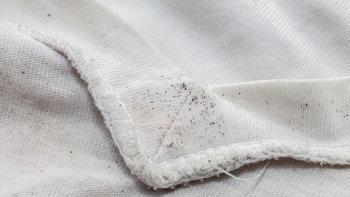 วิธีกำจัดราบนเสื้อผ้าด้วยของในบ้าน ไม่ยาก ไม่เปลือง
