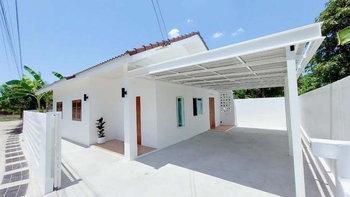 รีโนเวทบ้านใหม่สไตล์คอนเทมโพรารี สวยงามสะอาดตาในโทนสีขาว 2 ห้องนอน 2 ห้องน้ำ