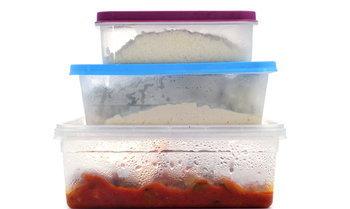 3 วิธีกำจัดกลิ่นอาหารออกจากกล่องพลาสติก ได้ผลชัวร์