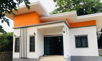 แบบบ้านชั้นเดียวสไตล์โมเดิร์นโทนสีขาว สวยทั้งภายนอก ภายใน ต่อเติมครัวไทยด้านหลังจบ 595,000 บาท