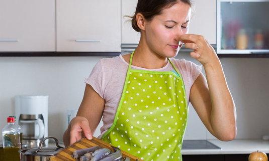 กำจัดกลิ่นคาวจากปลา ปลาหมึก กุ้ง ด้วยของในบ้าน ประหยัด ใช้ง่าย